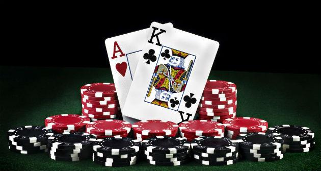 Keuntungan memainkan Poker online di Internet